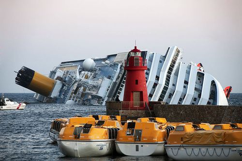 800px-Collision_of_Costa_Concordia_27